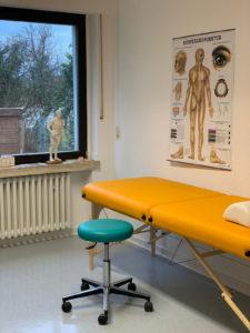 Raum für Akupunktur in der Arzt-Praxis Dr. Schmitt Bornheim